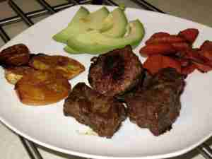 Steak_Carrots_Maduros_Avocado